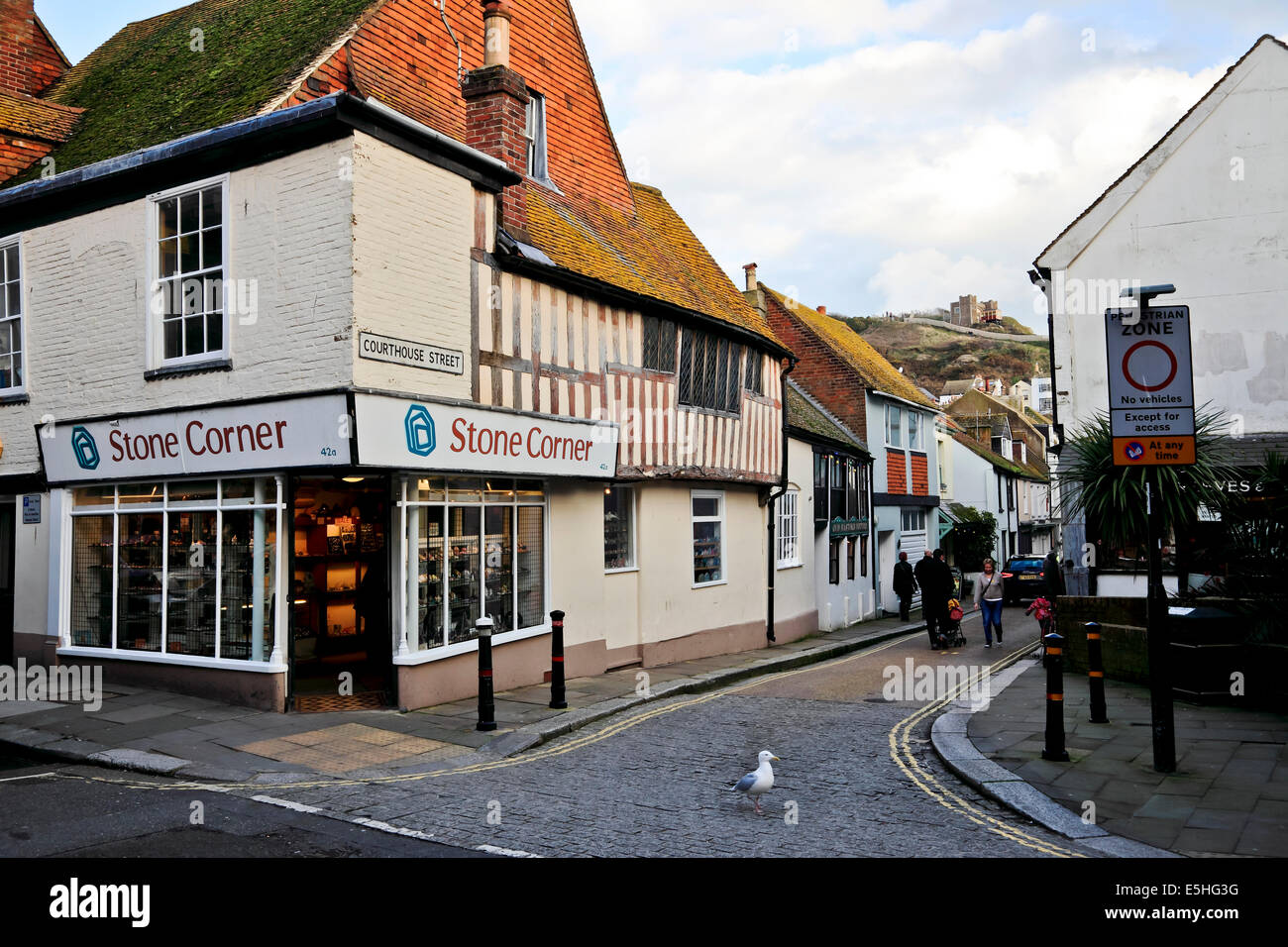 9514. Shop & Courthouse Street, Old Town, Hastings, East Sussex - Stock Image