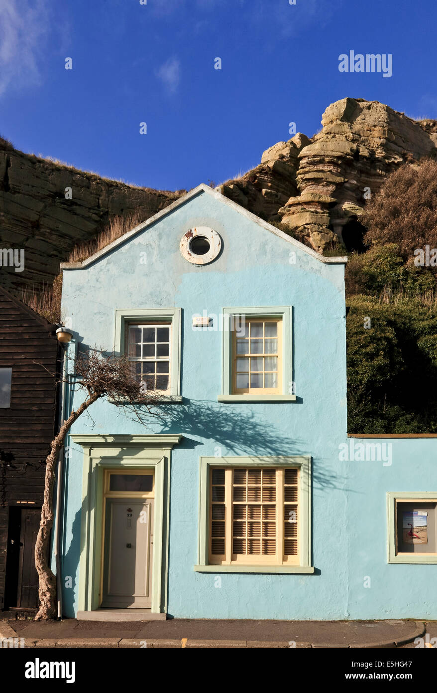 9521. House with tree, Rock a Nore, Hastings, East Sussex - Stock Image