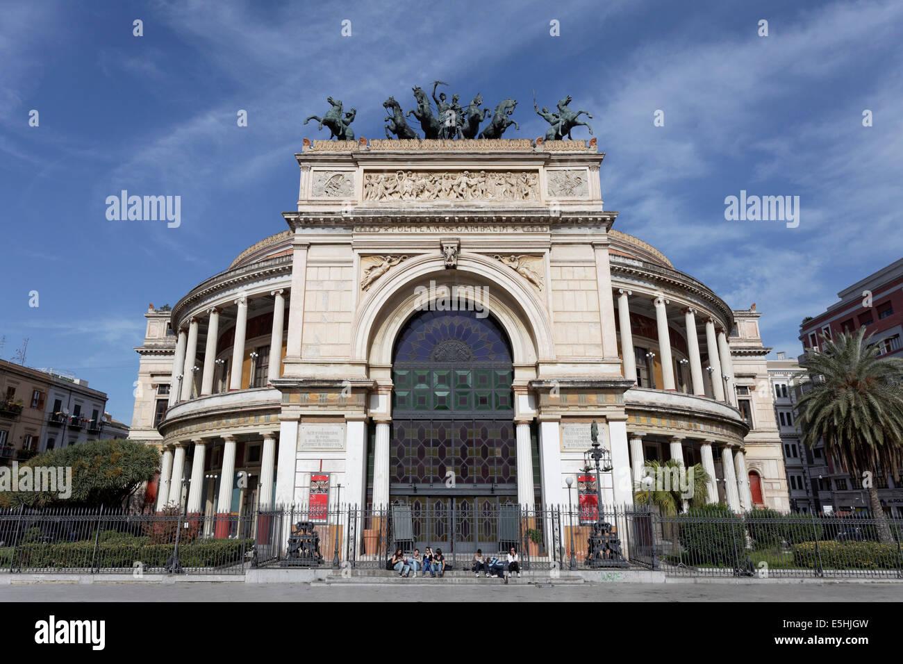 Teatro Politeama Garibaldi, theatre, Piazza Ruggero Settimo, Palermo, Sicily, Italy Stock Photo