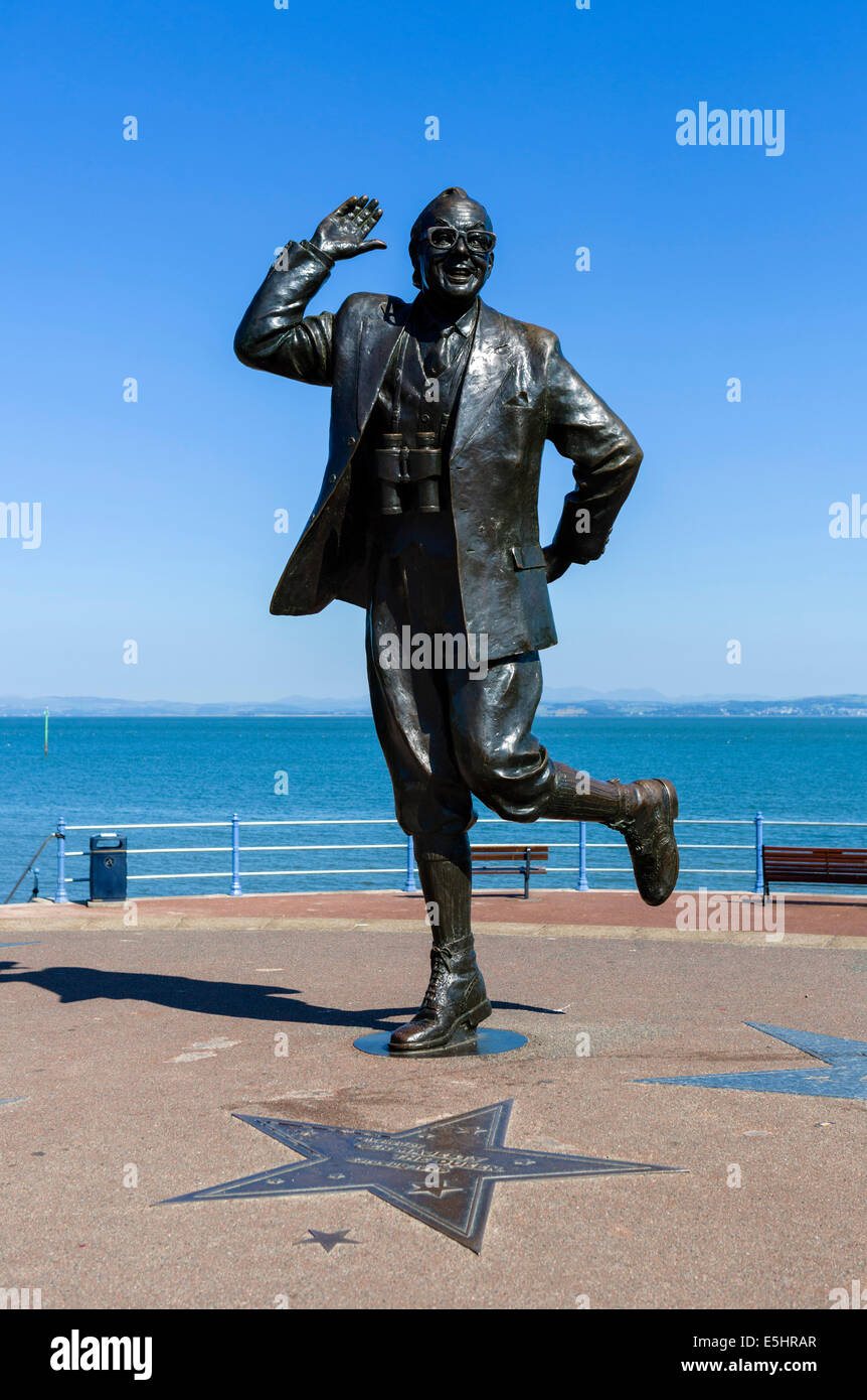 Statue of comedian Eric Morecambe in his 'Bring Me Sunshine' pose on the seafront in the seaside resort - Stock Image