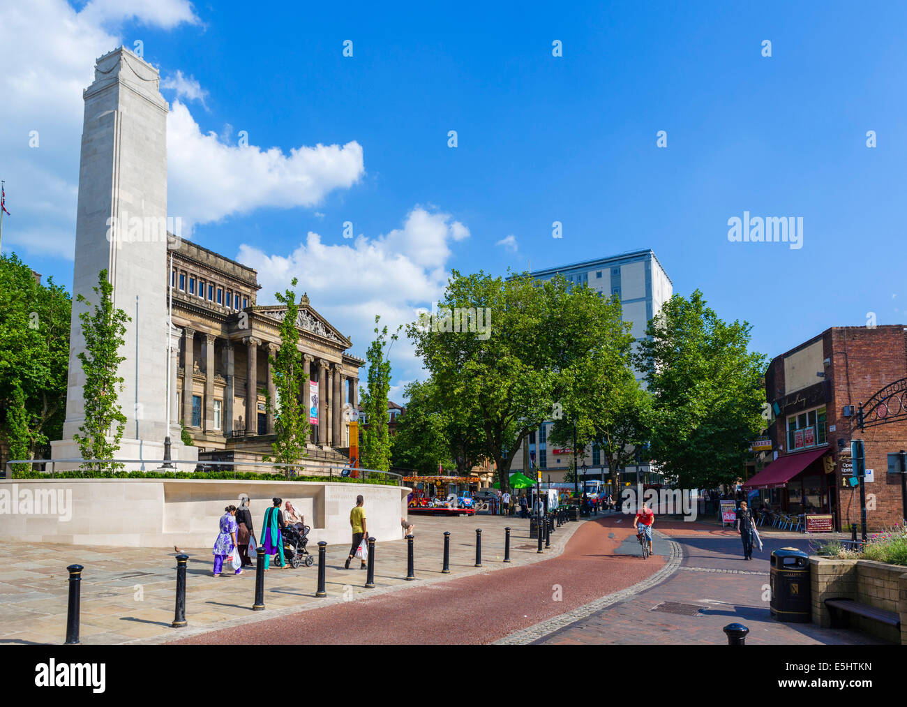 Preston Cenotaph and Harris Museum and Art Gallery, Market Square, Preston, Lancashire, UK - Stock Image
