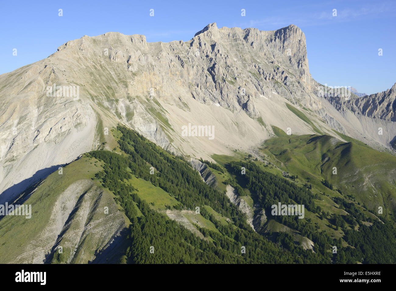 600-METER HIGH, EASTERN LIMESTONE CLIFF OF PIC DE BURE 2703m (aerial view). Massif du Dévoluy, Hautes-Alpes, - Stock Image