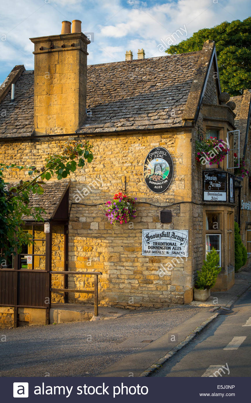 Evening at the Snowshill Arms Pub, Snowshill, the Cotswolds, Gloucestershire, England - Stock Image