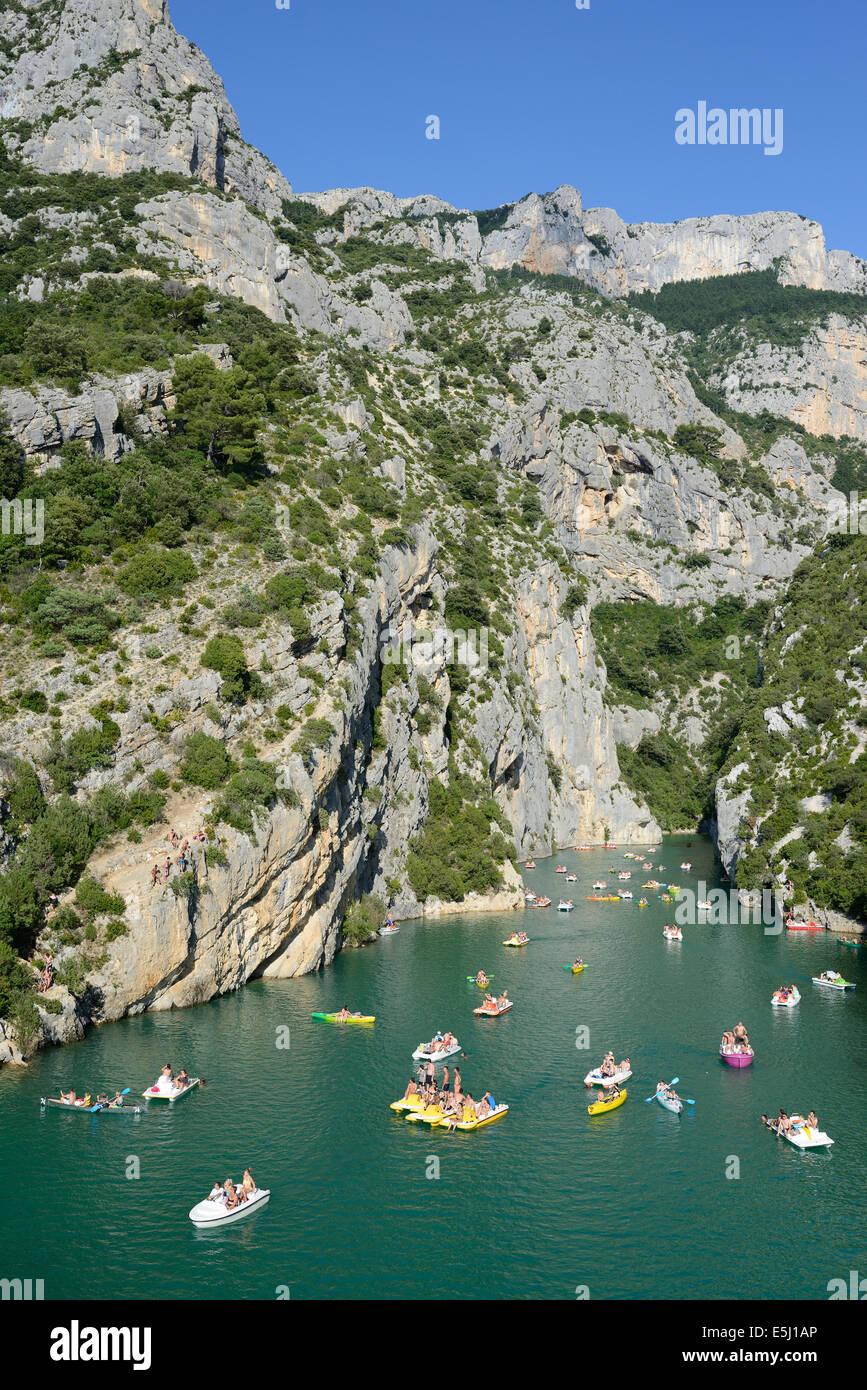 SCORES OF BOATERS IN A DEEP LIMESTONE CANYON. Gorges du Verdon, Lake Sainte-Croix, Alpes-de-Haute-Provence & Var, Stock Photo