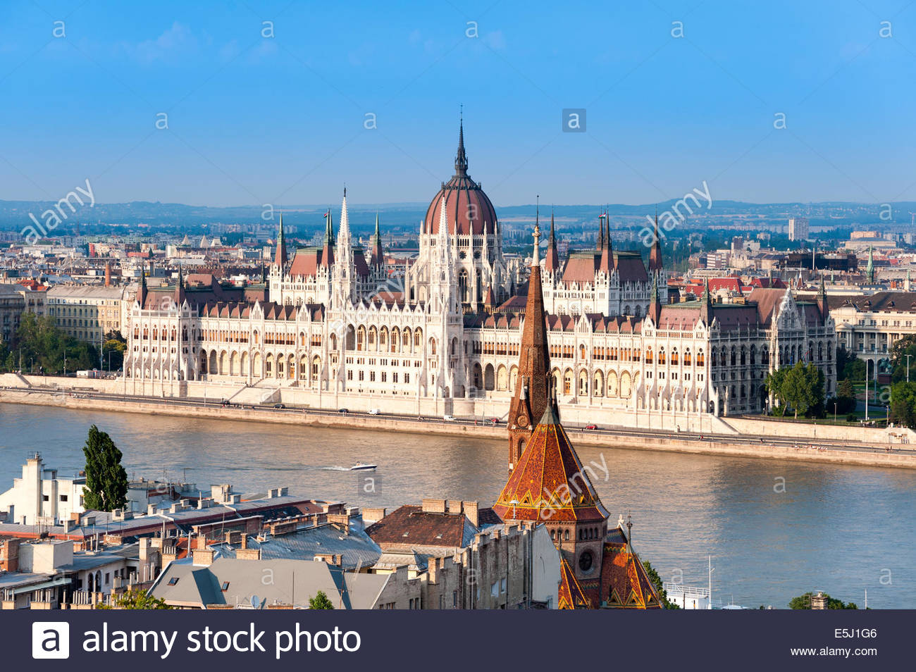 View of the river Danube and Hungarian Parliament Building, Budapest, Hungary - Stock Image