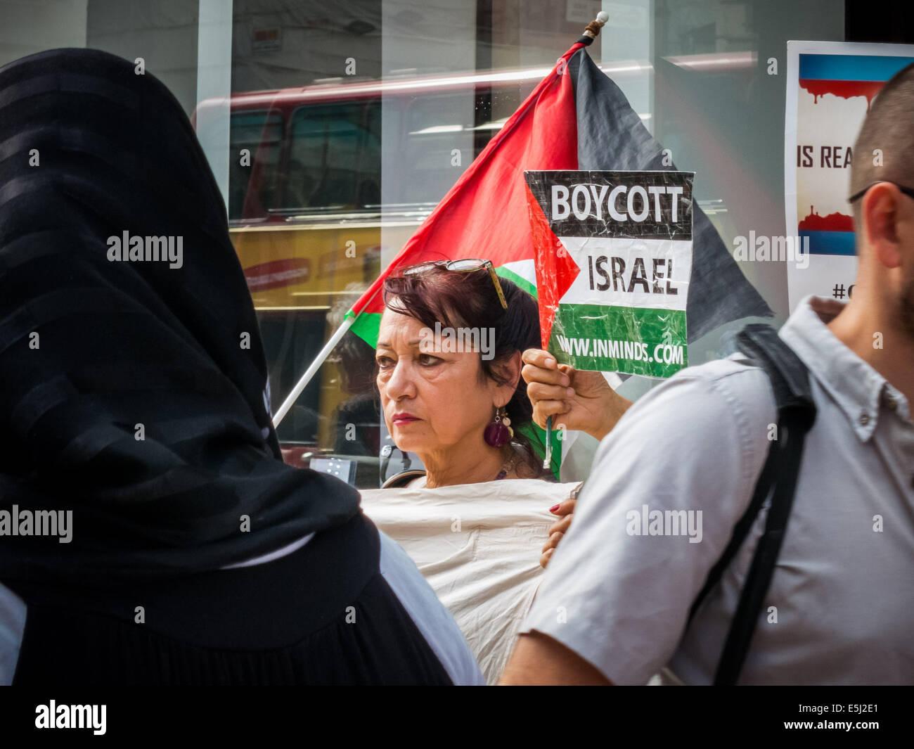 London, UK. 1st Aug, 2014. Protest at De Beers calls for Boycott of Israeli 'Blood Diamonds' Credit:  Guy - Stock Image
