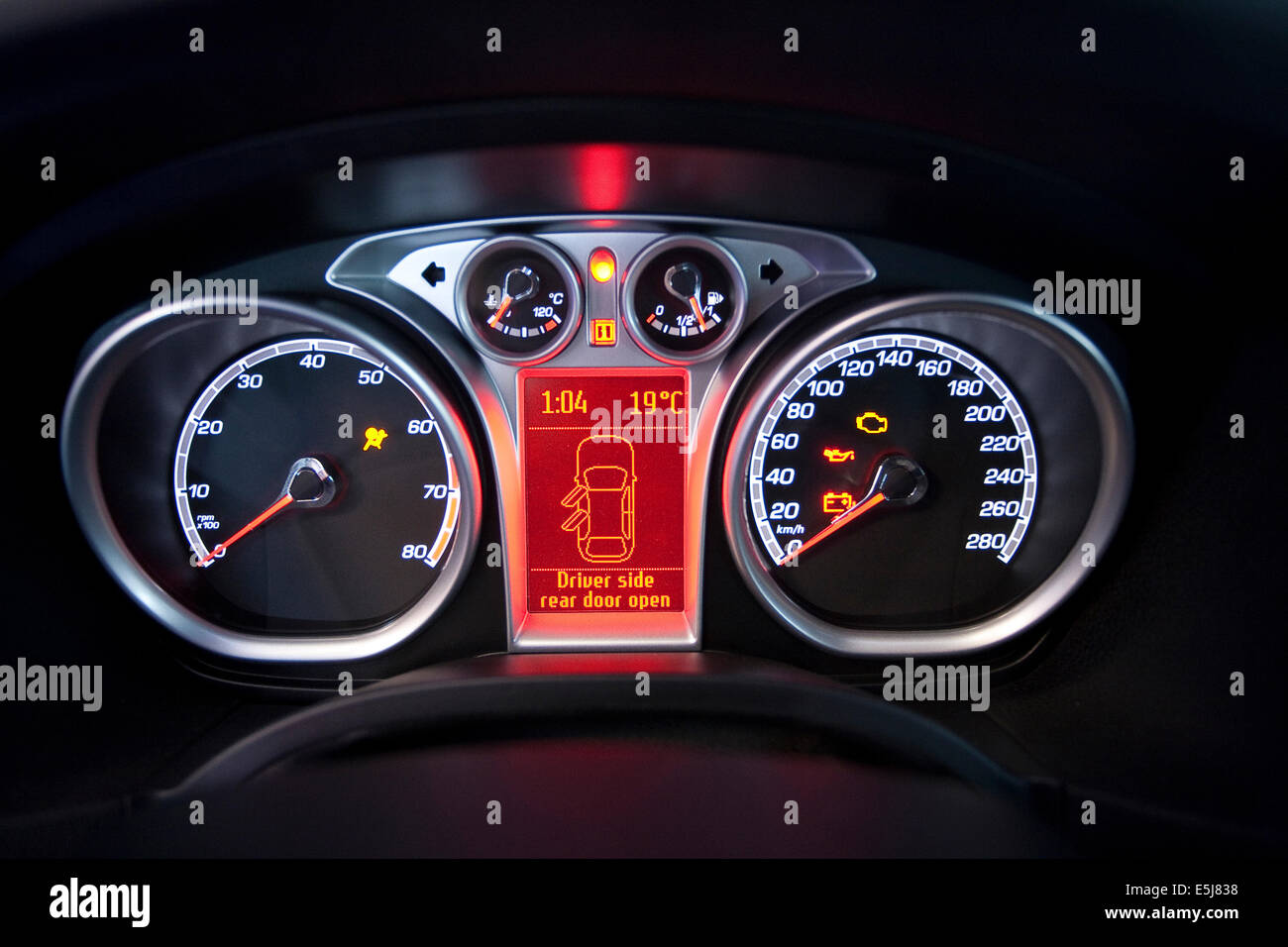 Dashboard Of A 2007 Ford Focus Stock Photo 72316252 Alamy