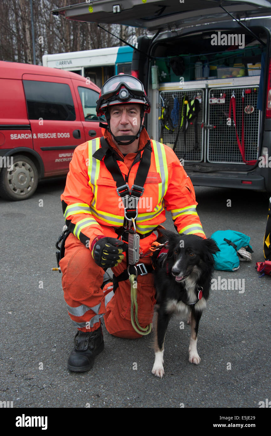 Fire & And Rescue USAR dog handler Search Urban - Stock Image