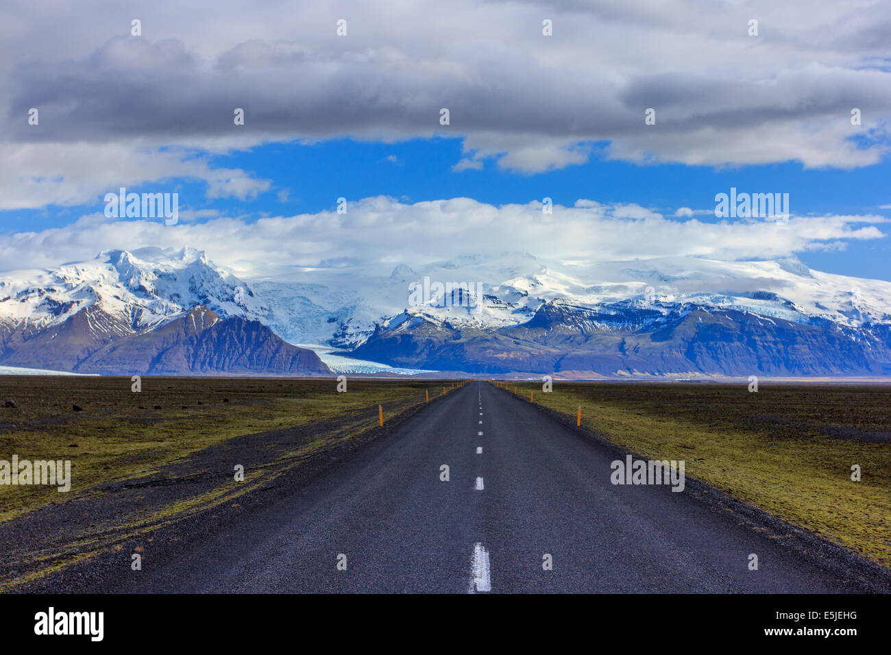 The Ring Road with Vatnajokull in the background - Stock Image