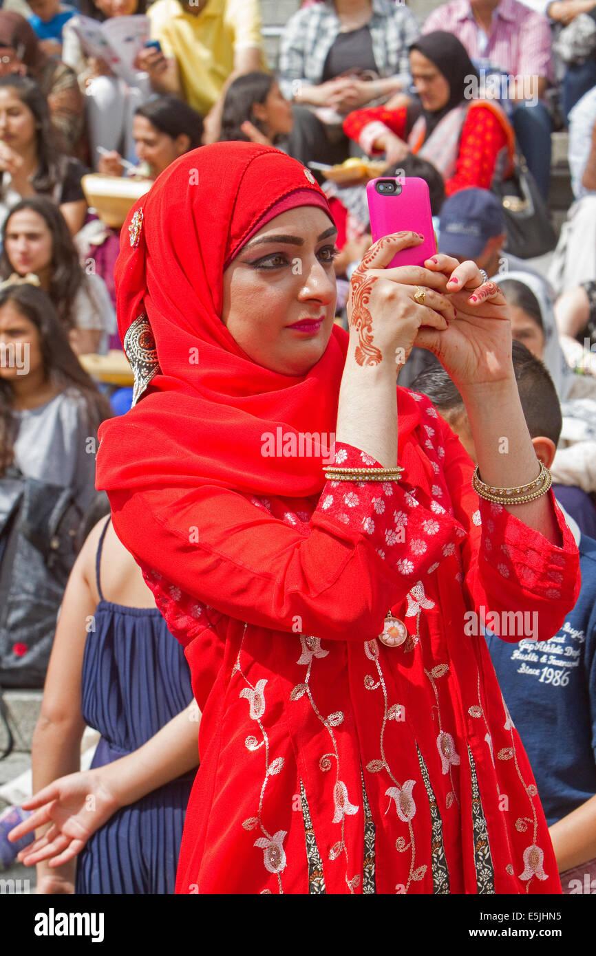 London, UK. 2nd Aug, 2014. Eid Festival in Trafalgar Square Credit:  Keith Larby/Alamy Live News - Stock Image
