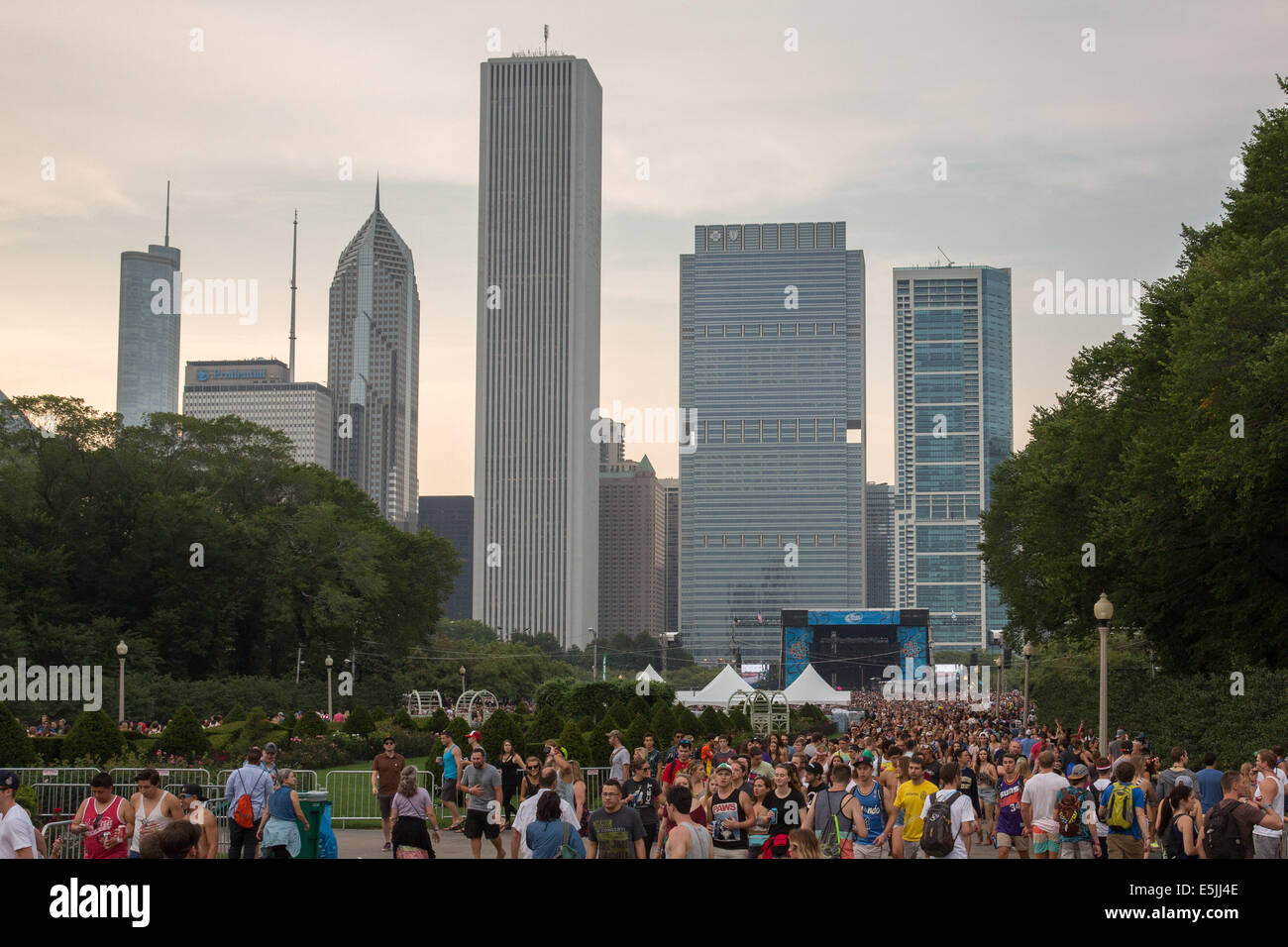 Chicago, Illinois, USA. 1st Aug, 2014. Fans swarm the north end of Grant Park to see Lorde perform at 2014 Lollapalooza - Stock Image