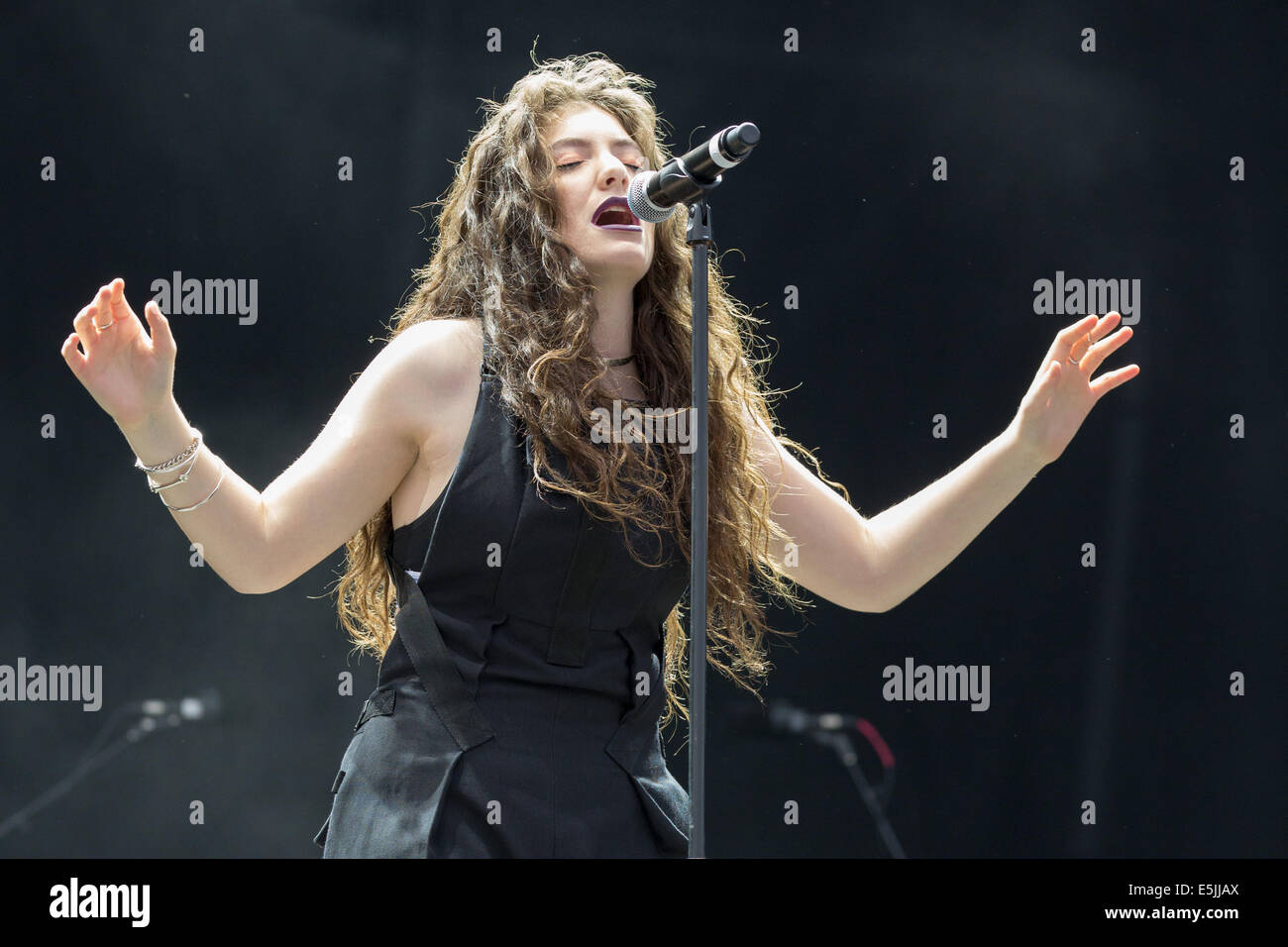 Chicago, Illinois, USA. 1st Aug, 2014. Vocalist LORDE performs live at the 2014 Lollapalooza Music Festival in Chicago, Stock Photo