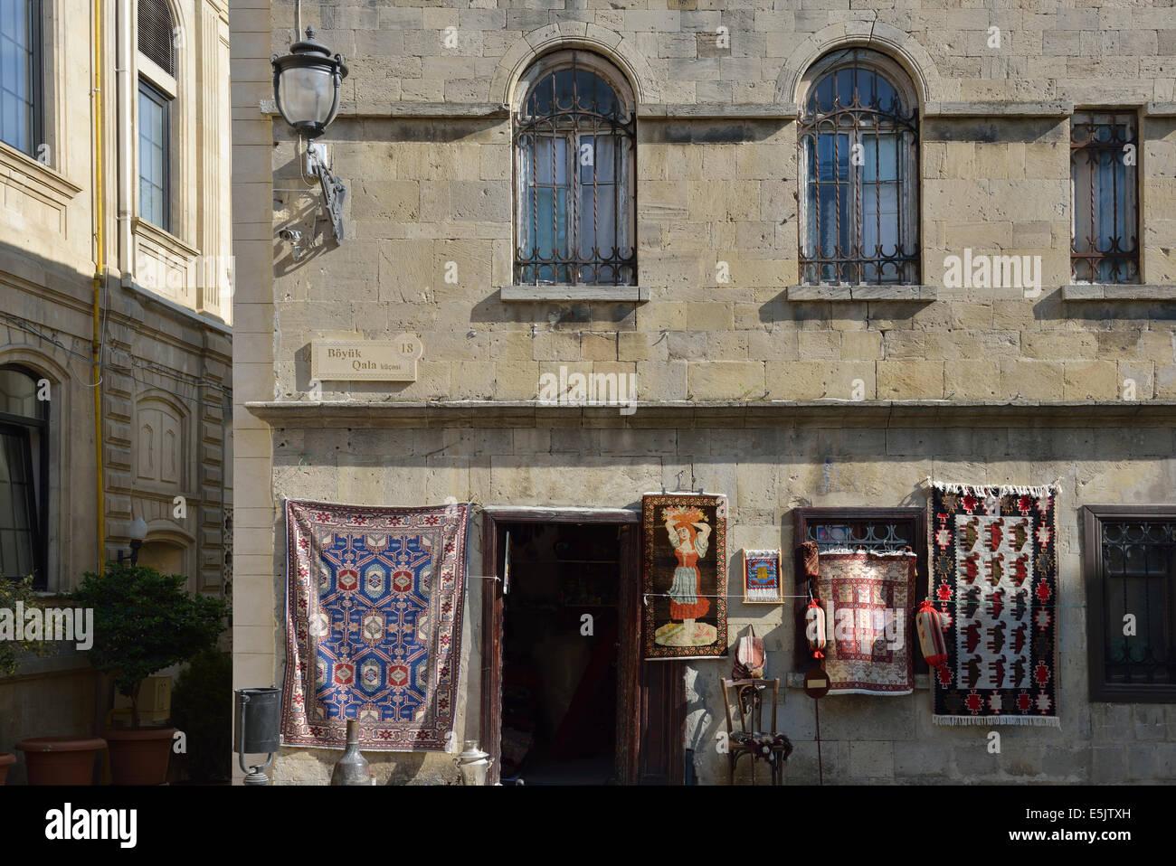 Souvenir shop in the Old City, Baku, Azerbaijan - Stock Image
