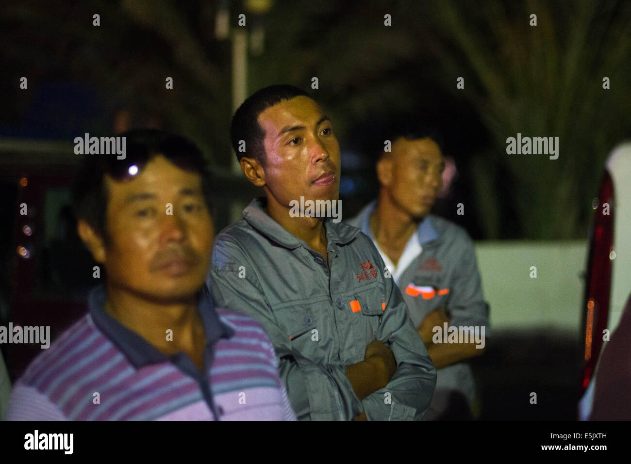 Chinese evacuees wait to get their visas at the Ras Jadir border control between Tunisia and Libya, late on Aug. - Stock Image