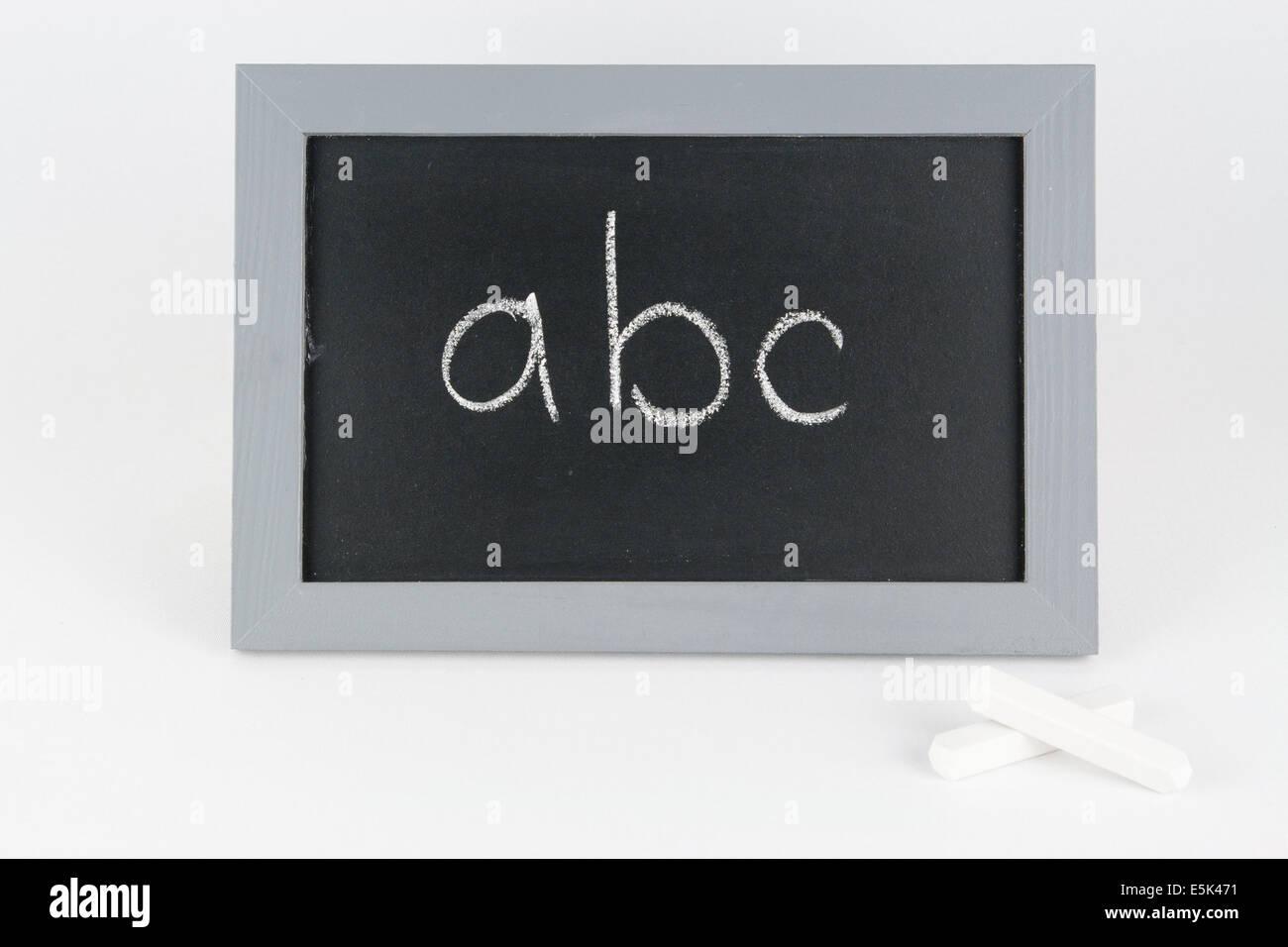 Tafel abc Alphabet Kreide Schule Schultafel Schulkreide Schulkinder schreiben Rechnen Mathe Zahl Zahlen plus gleich Stock Photo