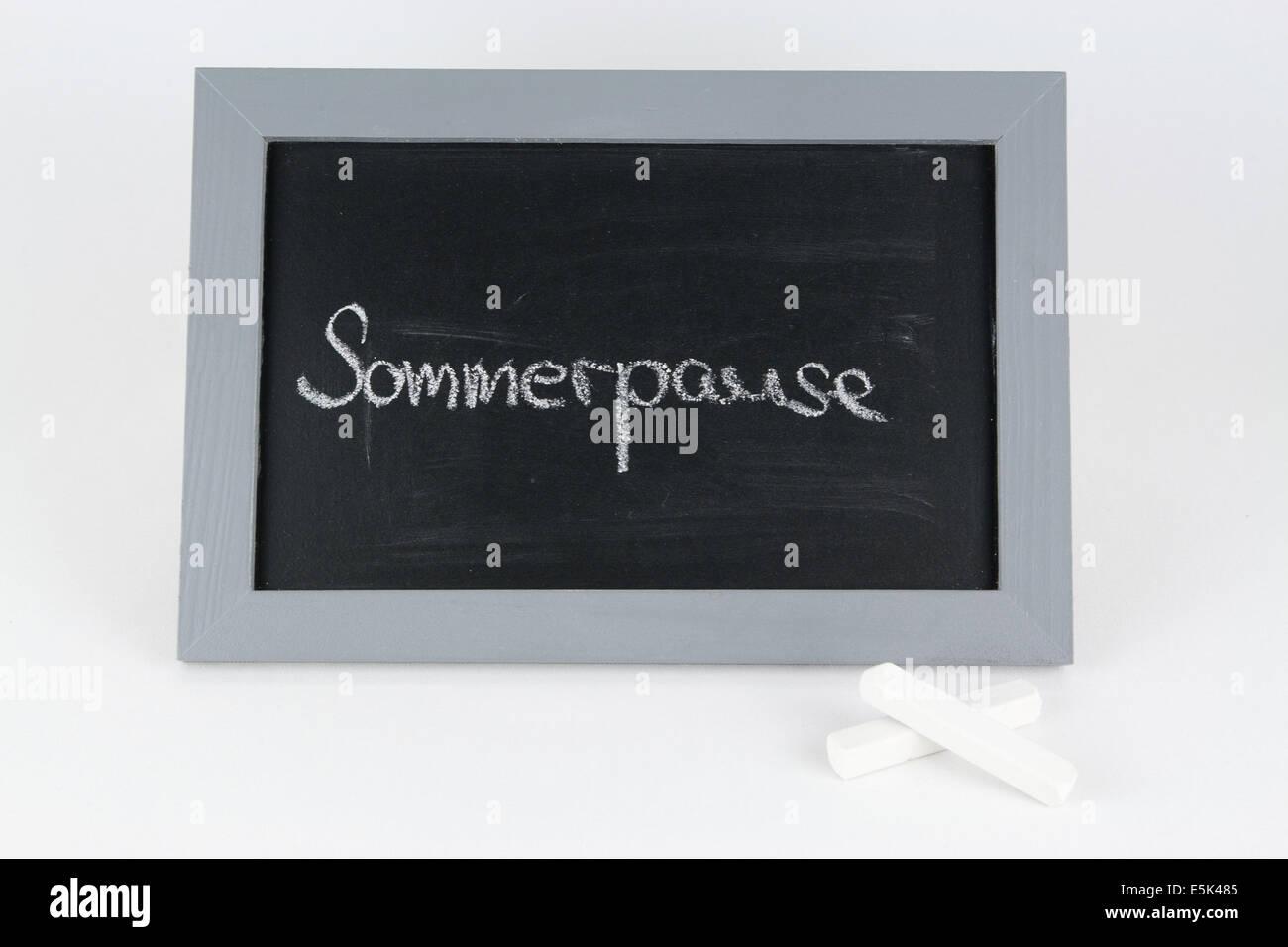 Tafel Ferien Urlaub Sommerpause Ferienzeit Sommerferien Kinder Mitschueler Frei Schulfrei Lernpause Alphabet Kreide - Stock Image