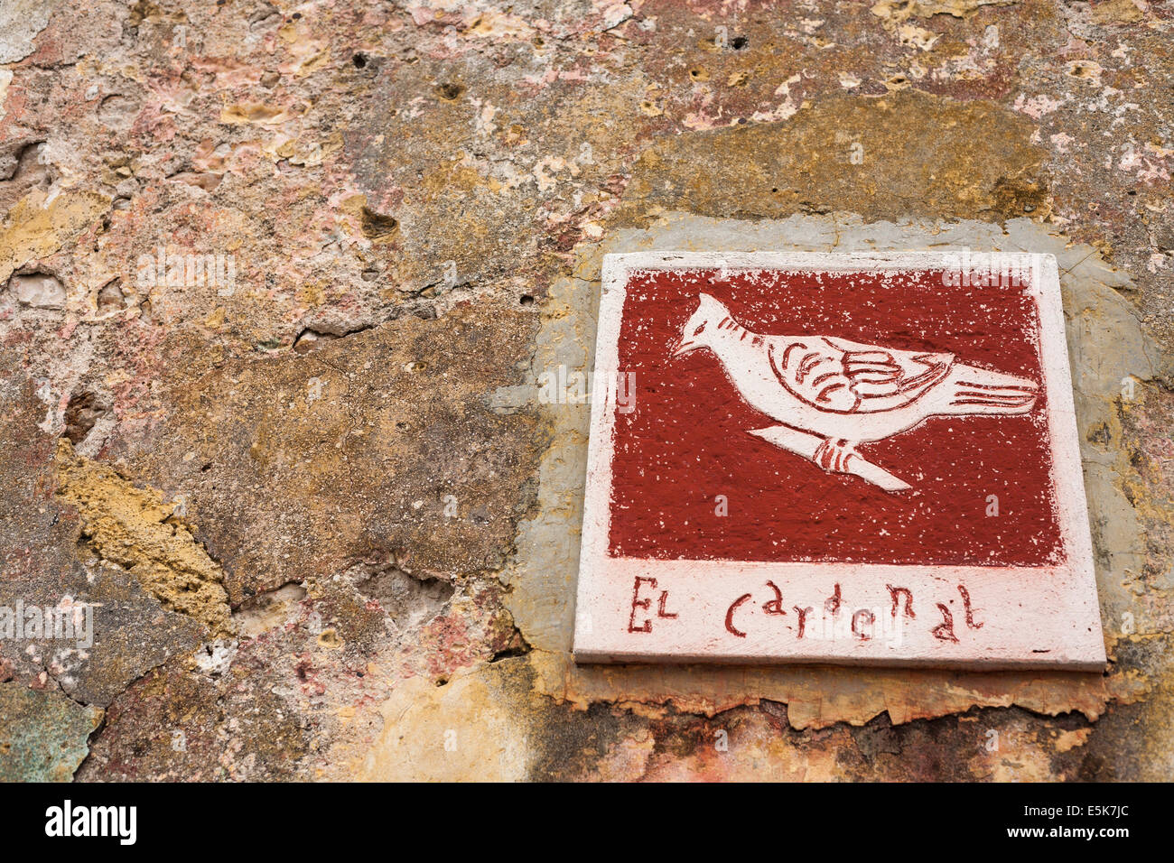 El Cardenal: Pictographic Street Sign in Merida. A picture of a cardinal bird identifies a street in Merida - Stock Image