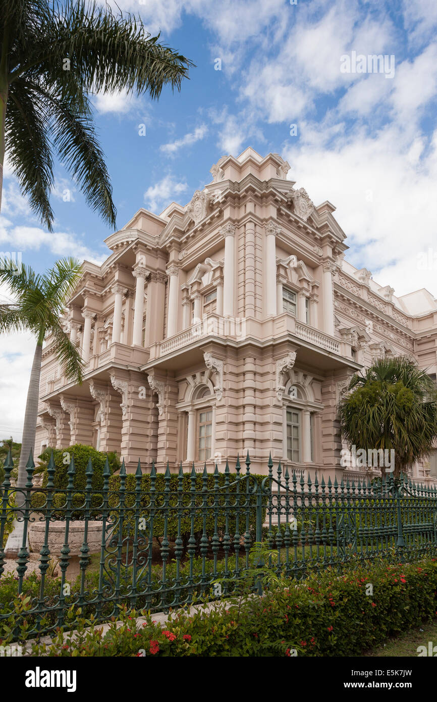 Exterior of the Regional Museum of Anthropology and History. A fine old mansion set in a beautiful garden houses - Stock Image