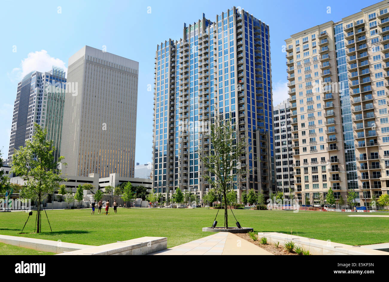 Urban living in Charlotte, North Carolina. Residential buildings at Romare Bearden Park in downtown. - Stock Image