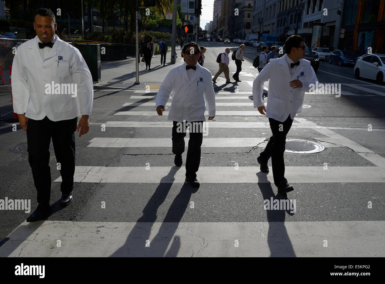 valet parkers or waiters cross street san francisco - Stock Image