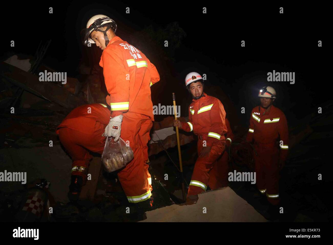 Ludian. 4th Aug, 2014. Rescuers work in the quake-hit Zhichang Township of Huize County, southwest China's Yunnan - Stock Image