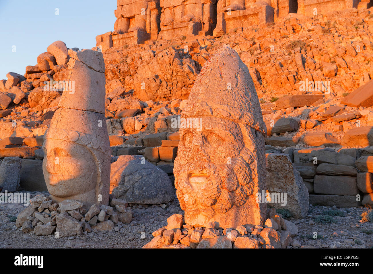 Figures of the gods Apollo Mithras and Herakles-Artagnes, East Terrace, grave of King Antiochus I, Mount Nemrut, - Stock Image