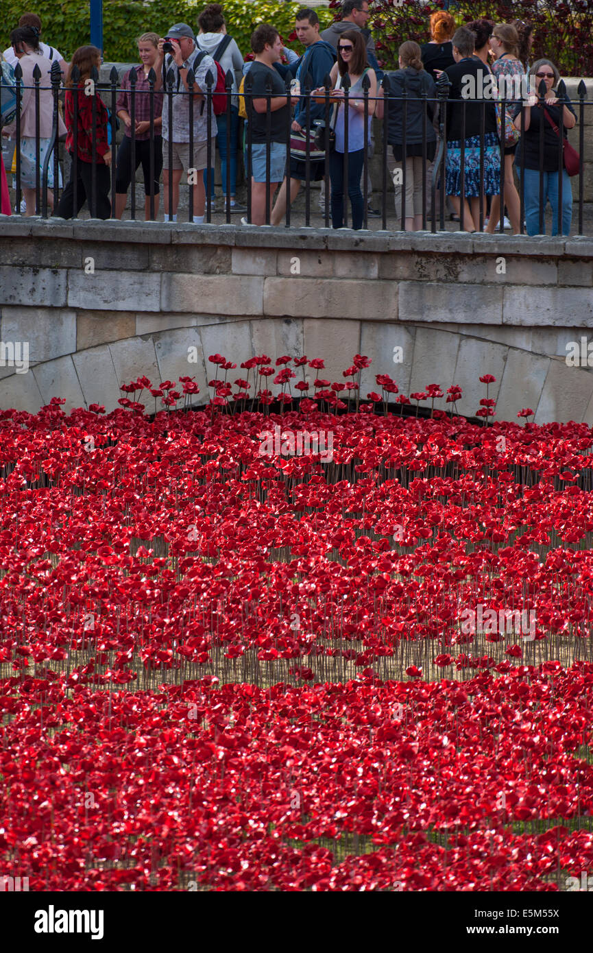 The Tower of London, UK. 4th August 2014. To commemorate the loss of British military fatalities in World War 1, - Stock Image