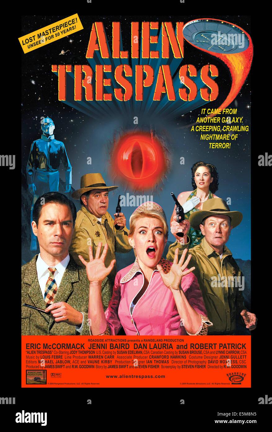 ALIEN TRESPASS, US poster art, from left: Eric McCormack, Dan Lauria (back), Jenni Baird, Jody Thompson (back), - Stock Image