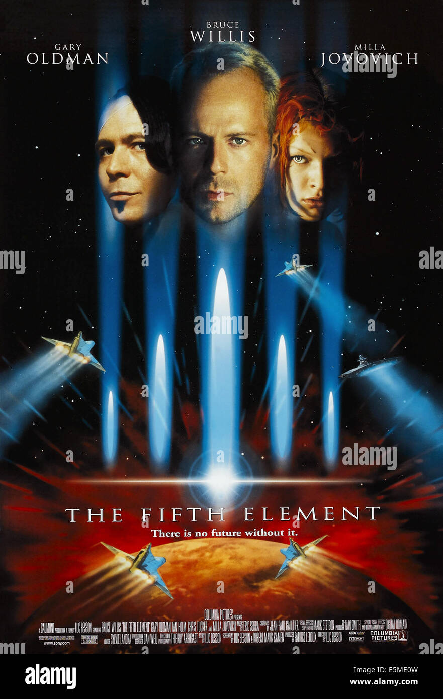 THE FIFTH ELEMENT, US poster, from left: Gary Oldman, Bruce Willis, Milla Jovovich, 1997. © Columbia/courtesy - Stock Image