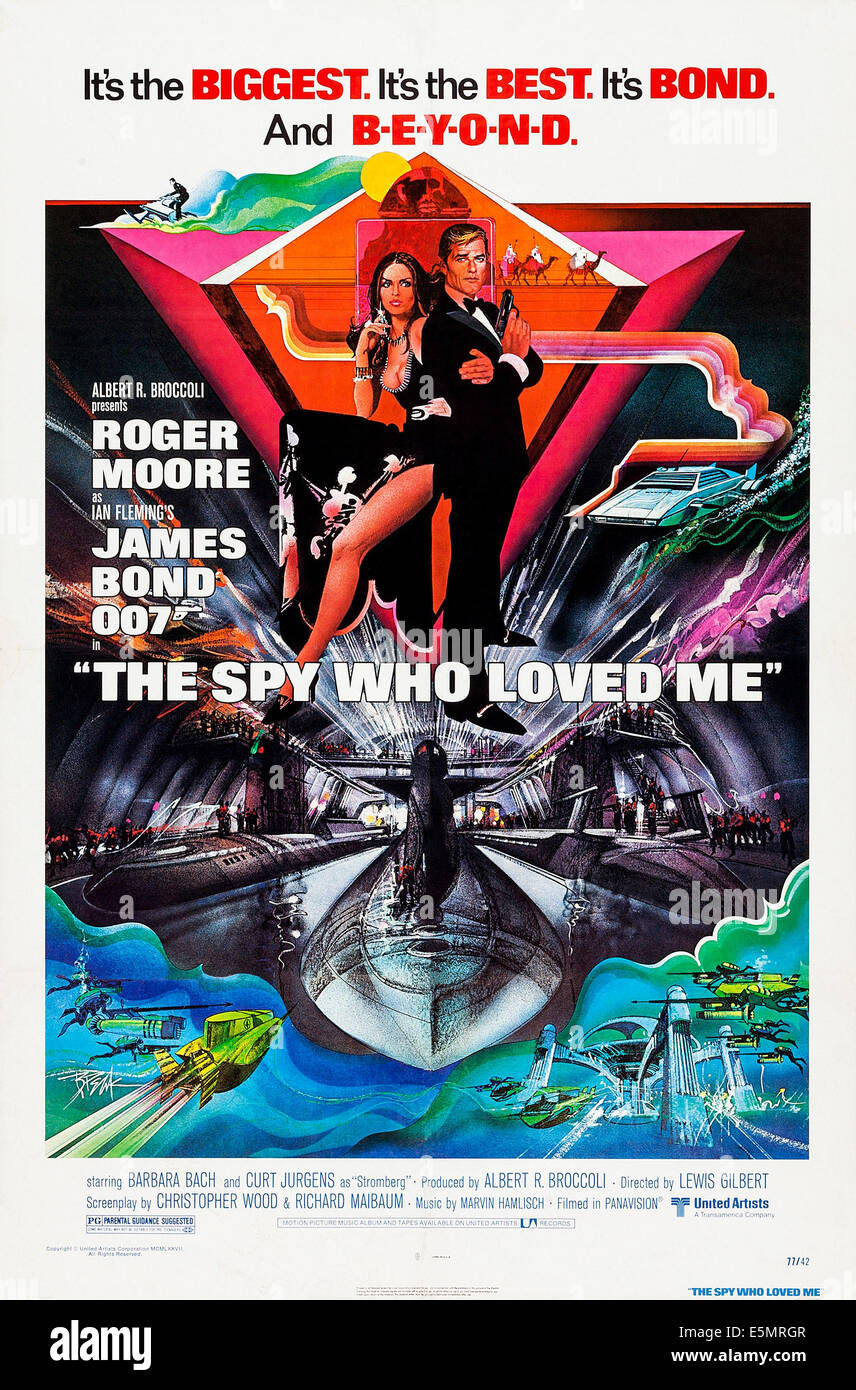 THE SPY WHO LOVED ME, poster art, from left: Barbara Bach, Roger Moore, 1977 - Stock Image