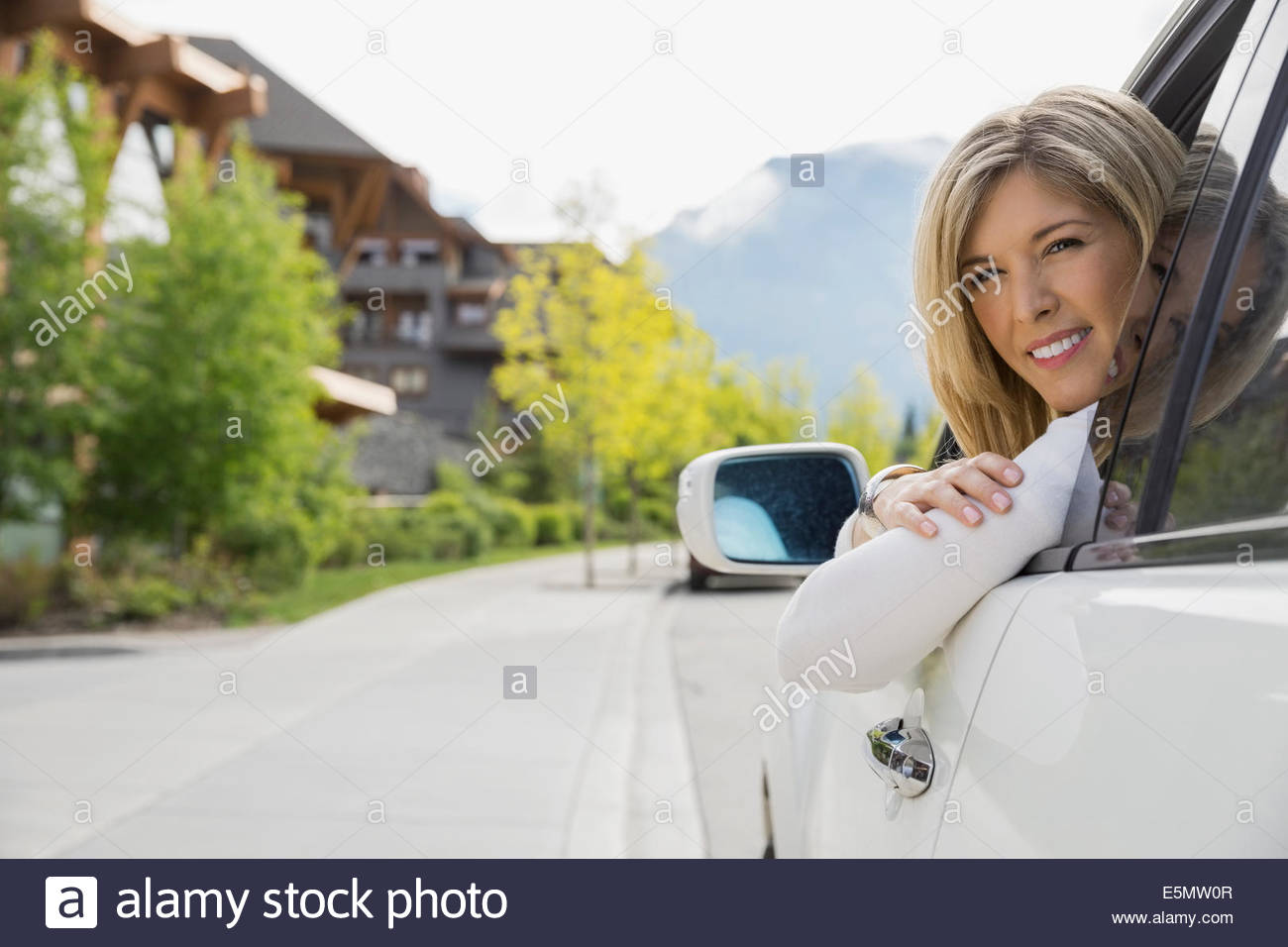 Portrait of woman in car arriving at hotel - Stock Image