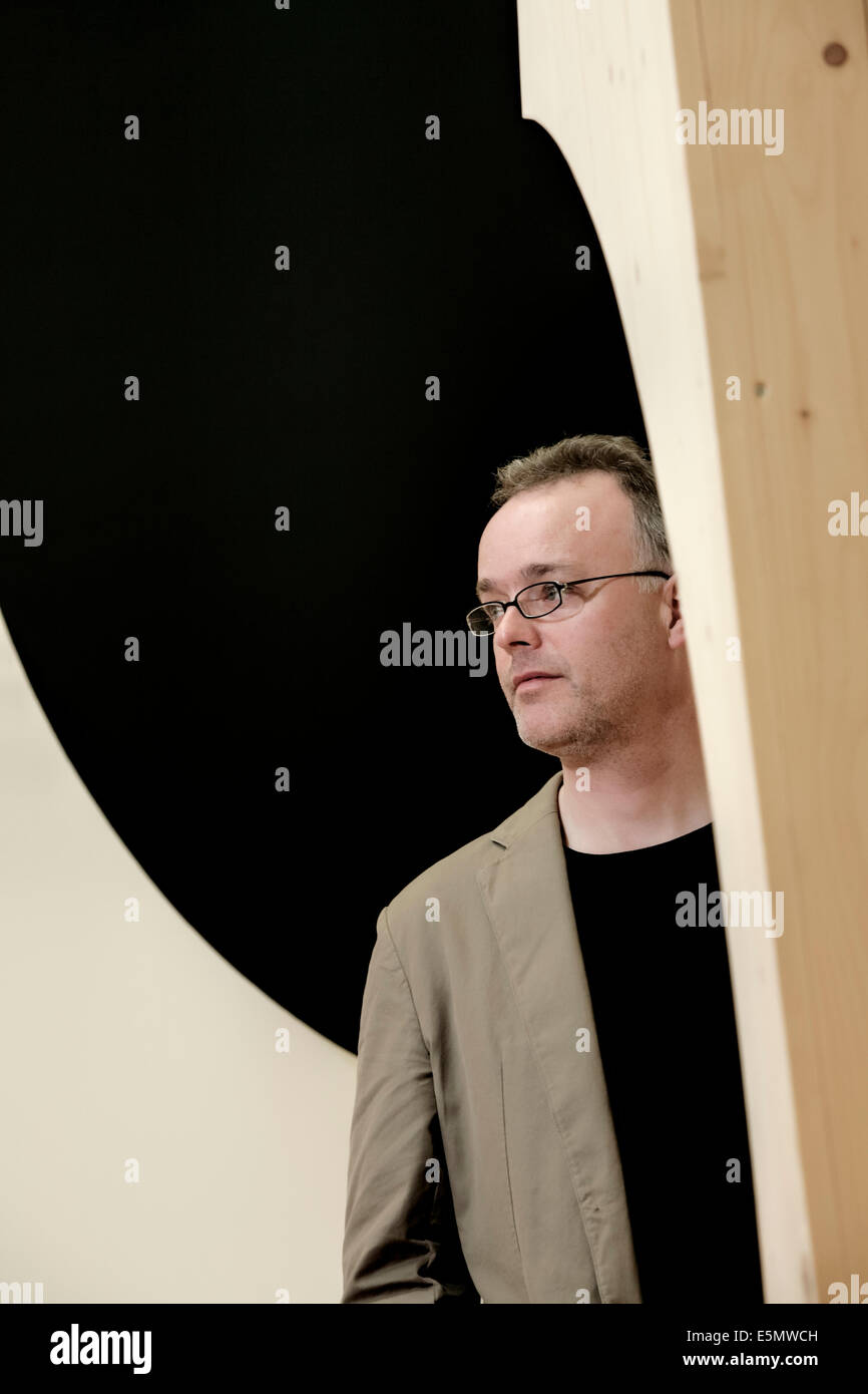 Artist, Alan Begg with his sculpture, 23.5*(degrees), on show at the SSA exhibition at the Royal Scottish Academy, - Stock Image