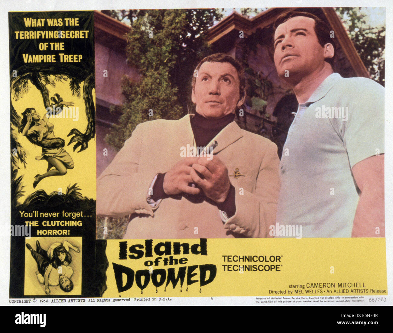 ISLAND OF THE DOOMED, (aka LA ISLA DE LA MUERTE), Cameron Mitchell (left), 1967 - Stock Image