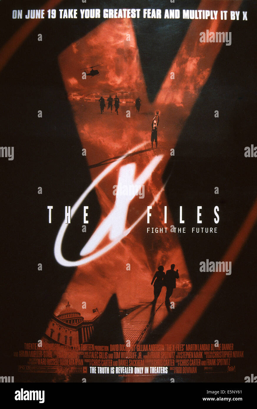 THE X-FILES MOVIE, US advance poster art, 1998. TM and Copyright ©20th Century Fox Film Corp. All rights reserved/courtesy - Stock Image