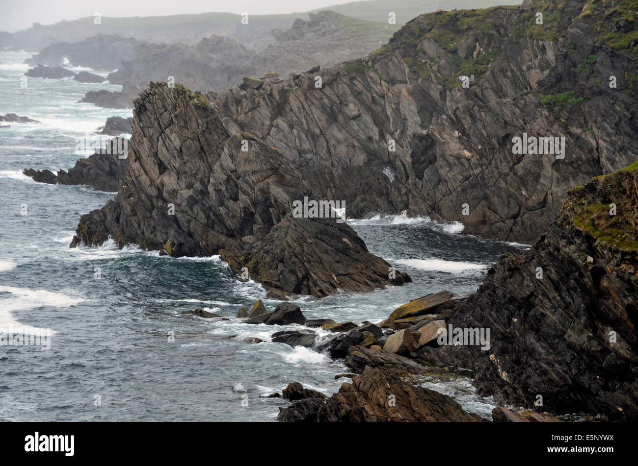 Rugged cliffs jutting into the Atlantic Ocean at Ashleam Bay on the south coast of Achill Island, County Mayo, Ireland. - Stock Image