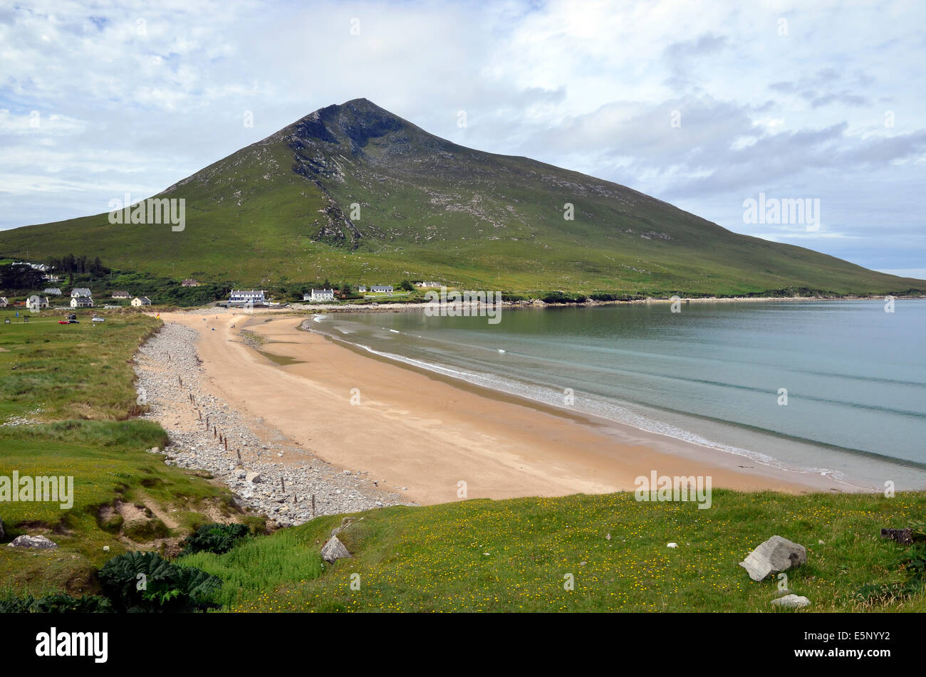 Silver Strand (Pollawaddy strand) Dugort, Achill Island, County Mayo, Ireland with Slievemore mountain overlooking - Stock Image