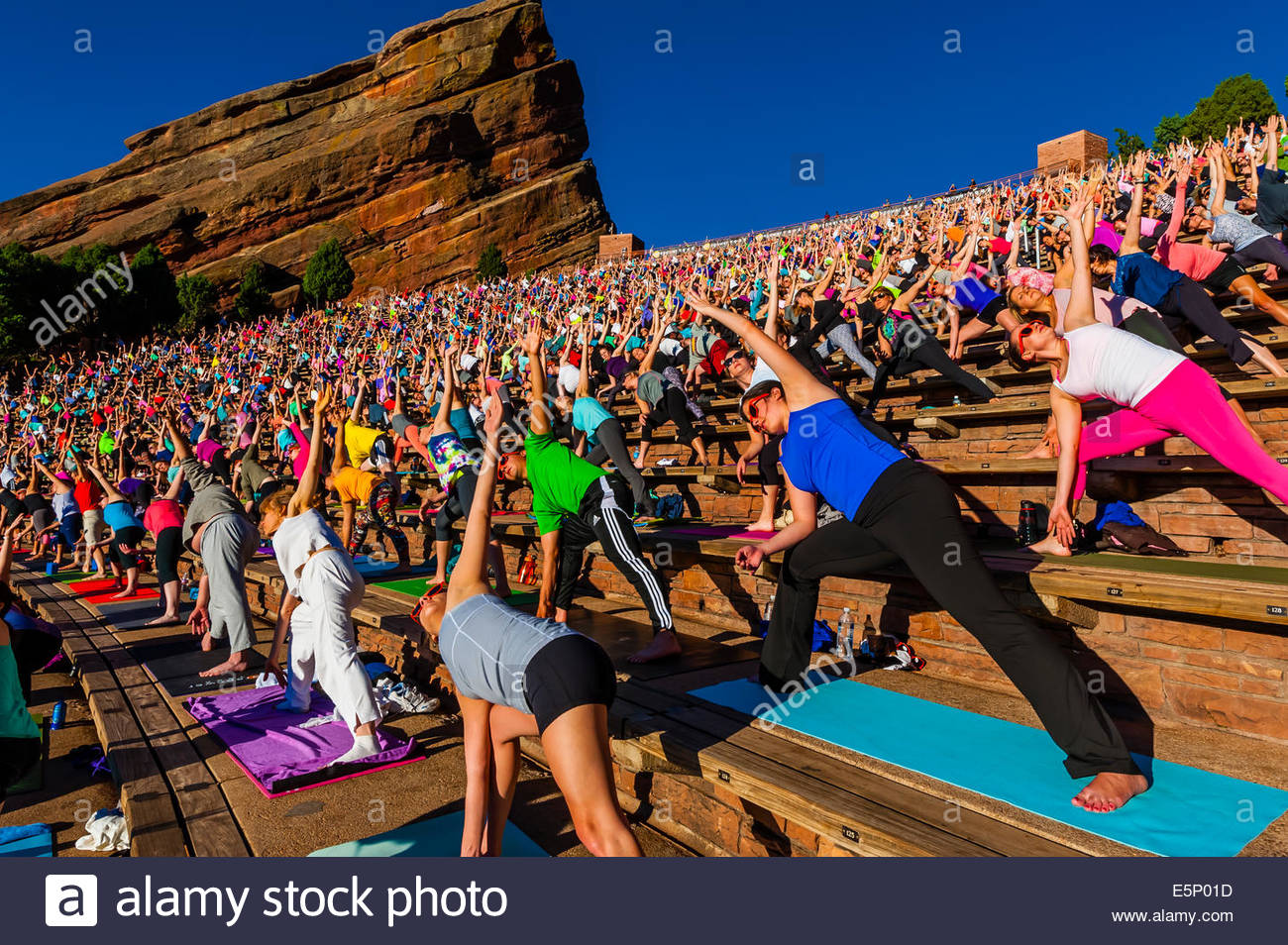 Yoga On The Rocks 2000 People Doing Yoga Together At Red Rocks Stock Photo Alamy