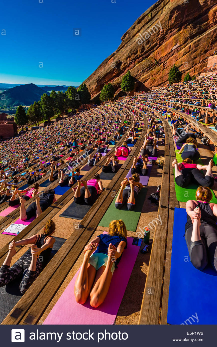 Core Power Yoga Stock Photos Images Alamy Body Gym Pump Warna On The Rocks 2000 People Doing Together At Red Amphitheatre