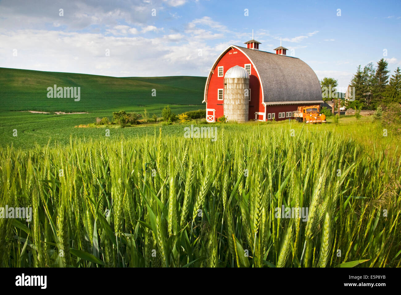 A farm in the remote Palouse Empire region,  a farming and wheat growing region of rolling hills and wide skies - Stock Image