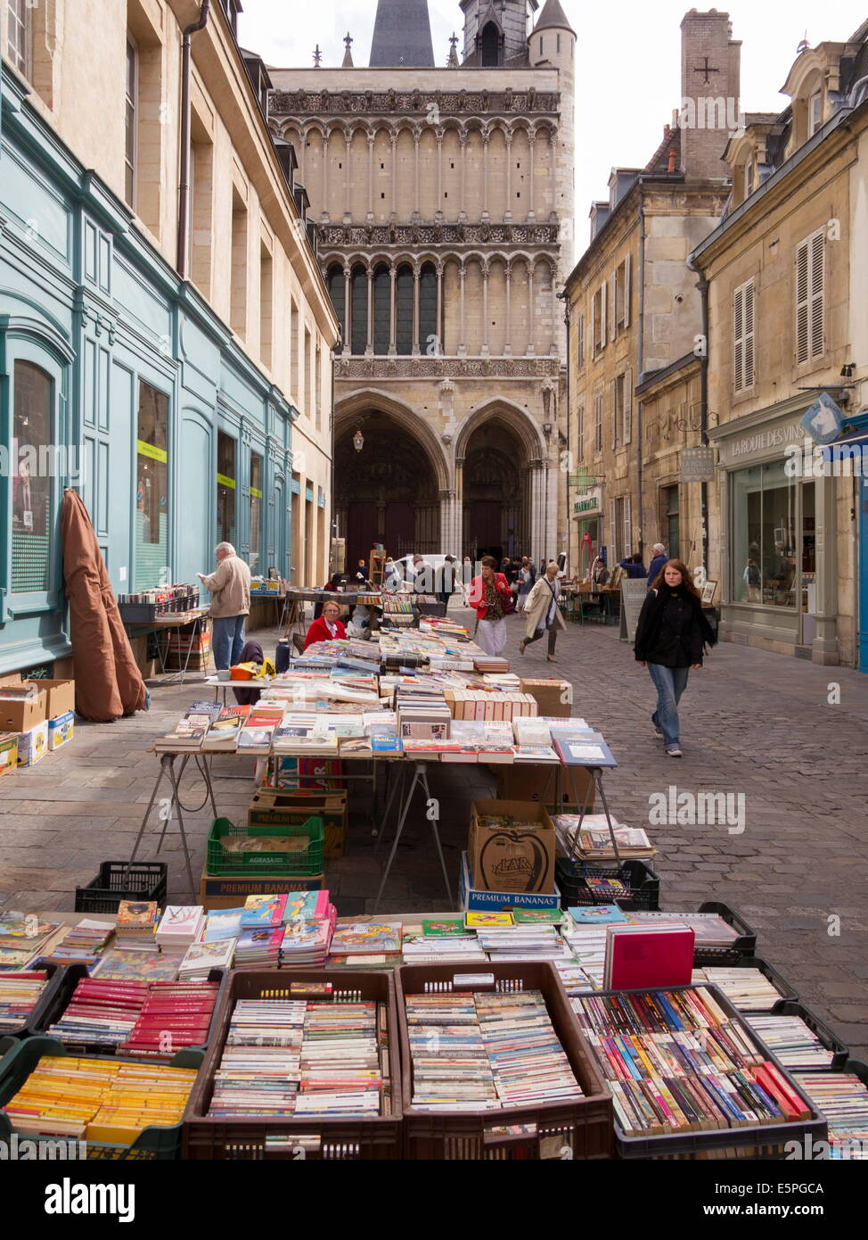 Booksellers' market stalls on Rue Musette and Church of Notre Dame, Dijon, Burgundy, France, Europe - Stock Image