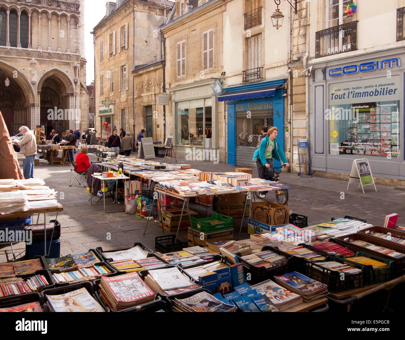 Booksellers' market stalls on Rue Musette and Church of Notre Dame, Dijon, Burgundy, France, Europe Stock Photo