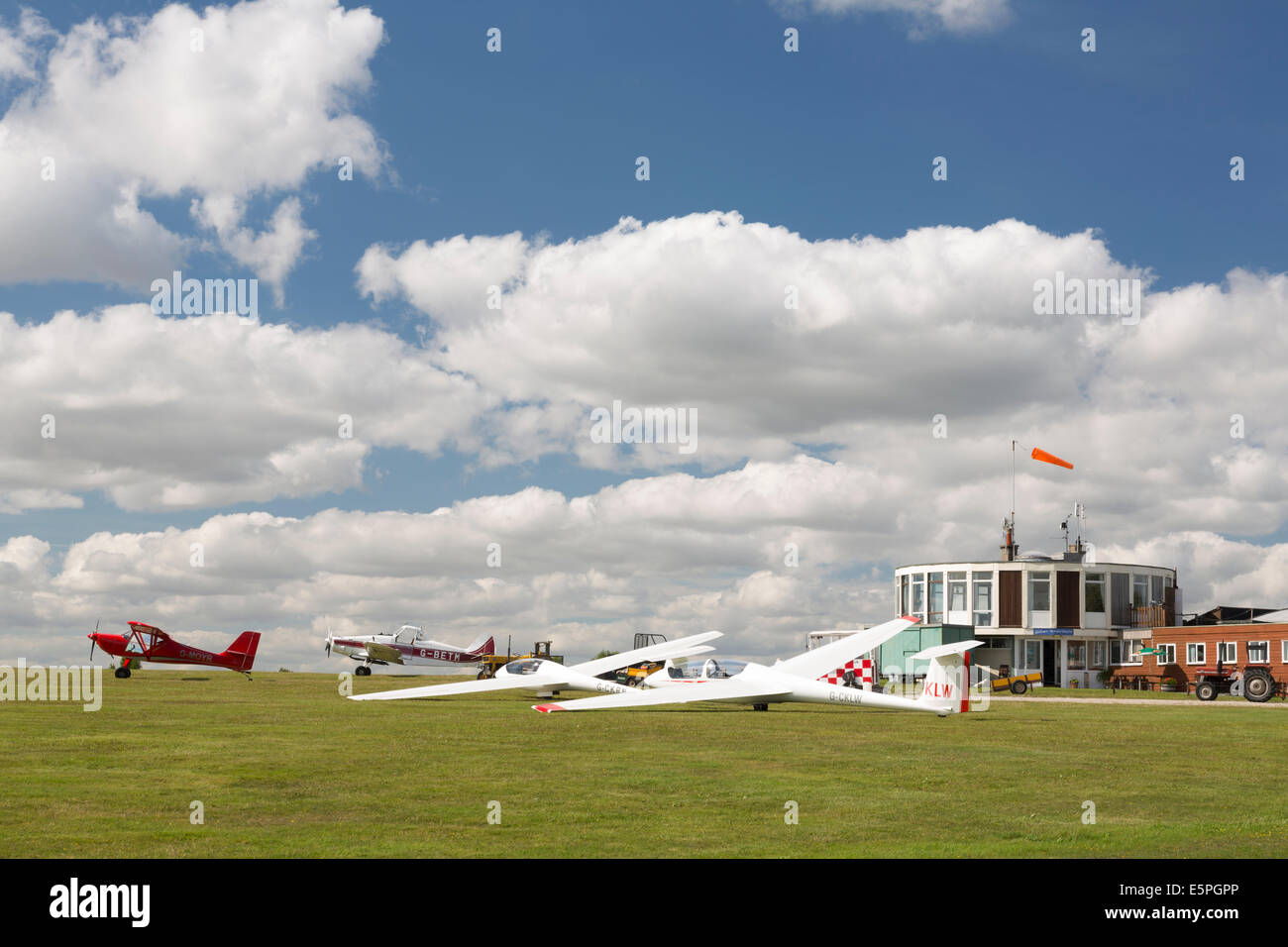 Gliders waiting for take off at the Yorkshire Gliding Club, Sutton bank, North Yorkshire, England. - Stock Image