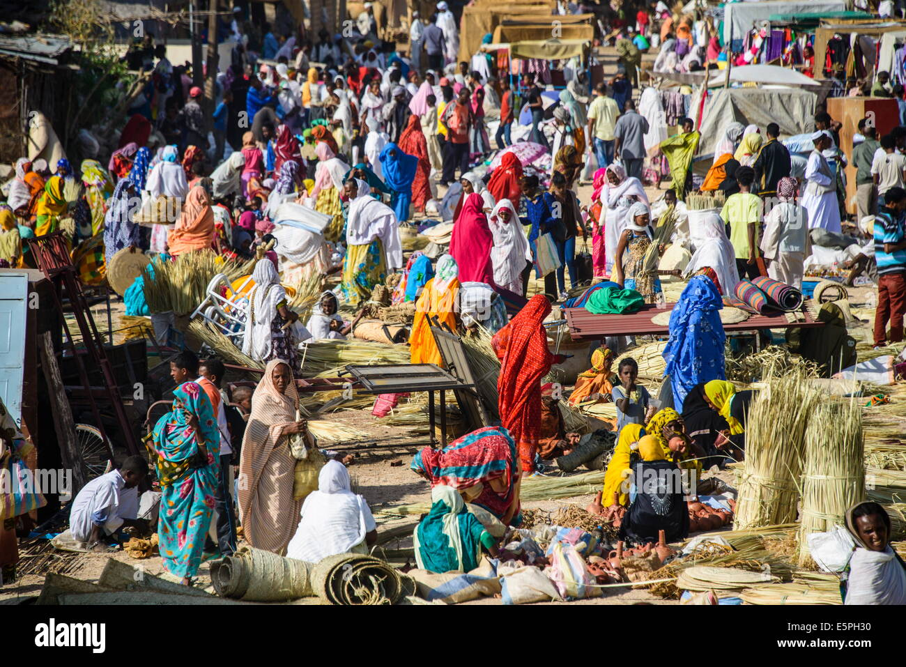 Women selling their goods at the colourful Monday market of Keren, Eritrea, Africa - Stock Image
