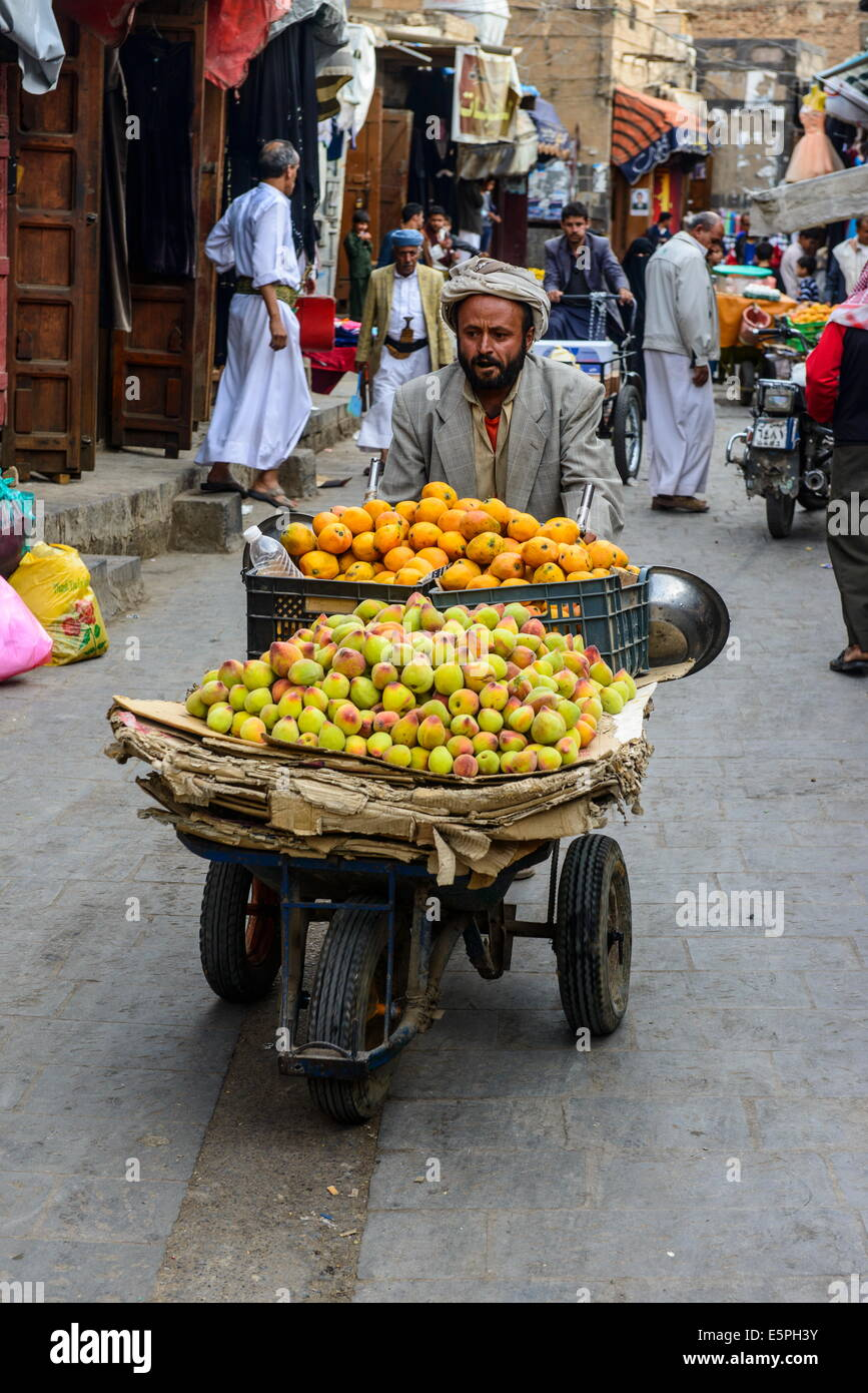 Man selling fruit in the Old Town, UNESCO World Heritage Site, Sanaa, Yemen, Middle East - Stock Image