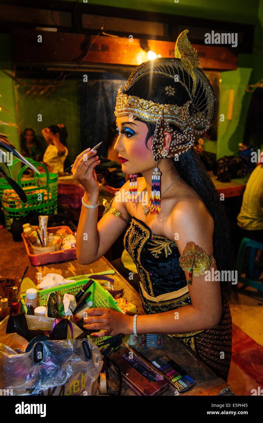 Female dancer preparing for a traditional Javanese dance, Yogyakarta, Java, Indonesia, Southeast Asia, Asia - Stock Image
