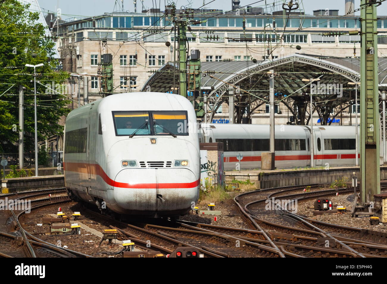 Intercity-Express ICE electric train leaving the central Hauptbanhof (railway station), Cologne, North Rhine-Westphalia, - Stock Image