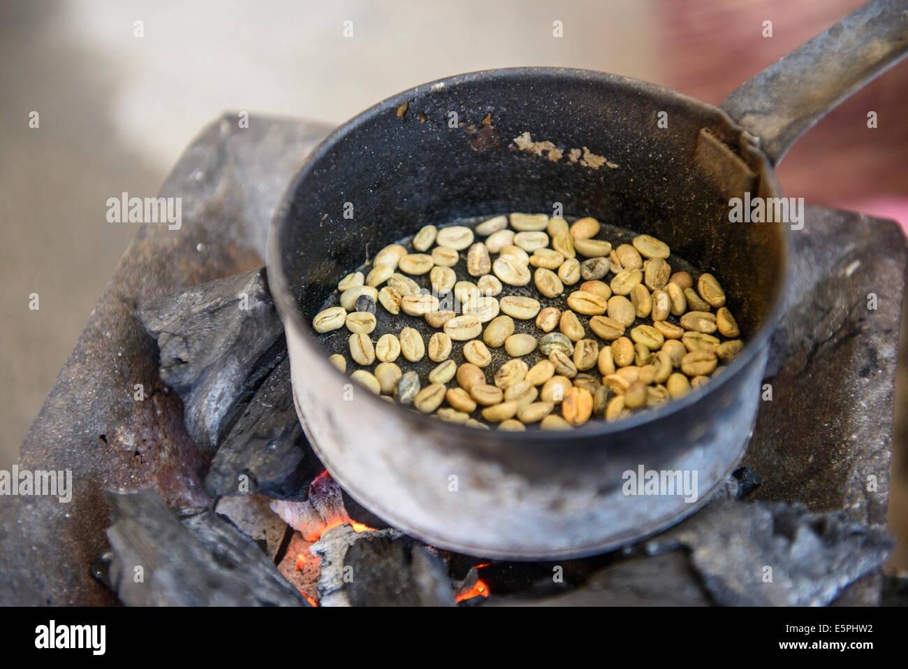 Roasting coffee beans, Keren, Eritrea, Africa - Stock Image