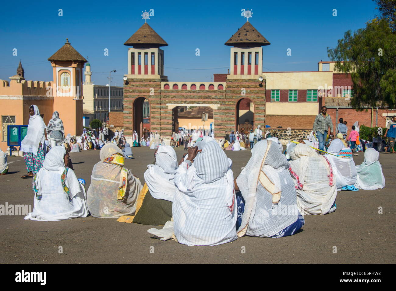 Orthodox women praying at the Easter ceremony, Coptic Cathedral of St. Mariam, Asmara, capital of Eritrea, Africa - Stock Image