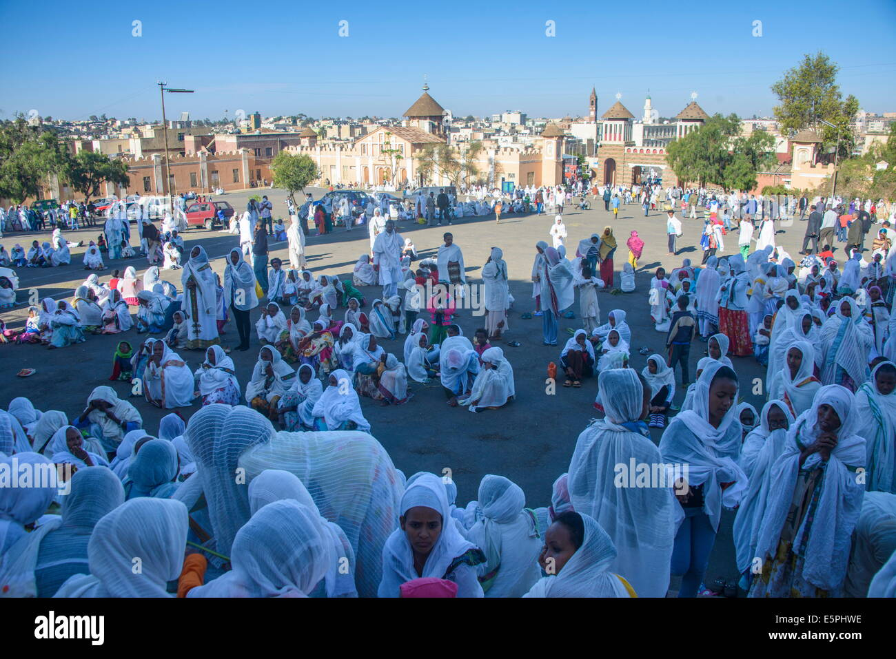 Orthodox women praying at the Easter ceremony, Coptic Cathedral of t. Mariam, Asmara, capital of Eritrea, Africa - Stock Image