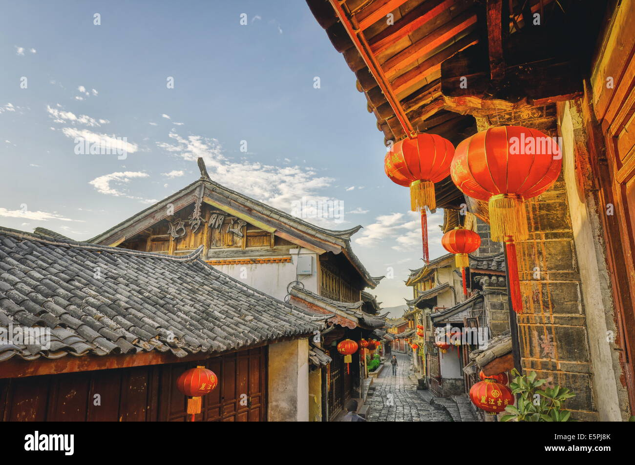 In the mornings, Lijiang is mostly sleeping and the stores are still closed, Lijiang, Yunnan, China, Asia - Stock Image